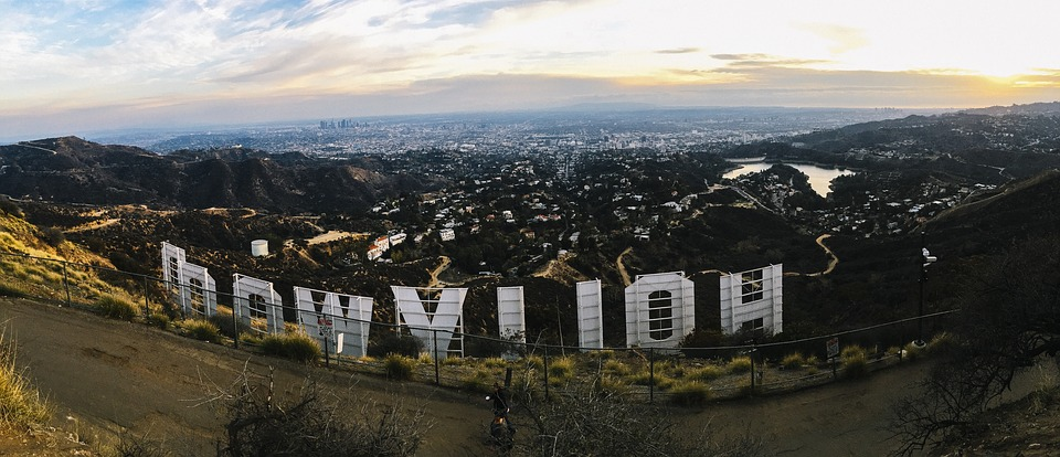 hollywood sign backwards 2