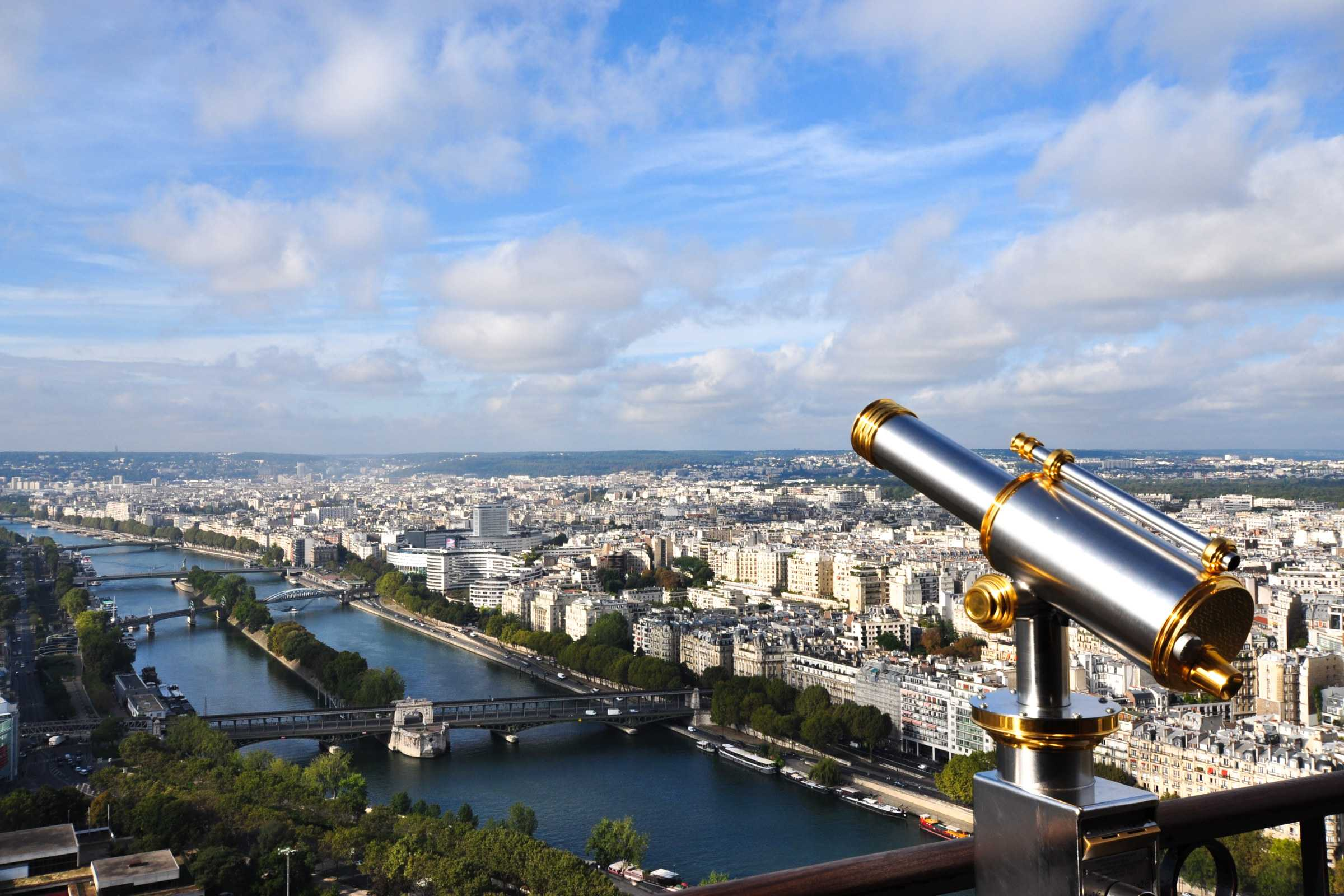 binocular attached to a balcony of eiffel metal structure