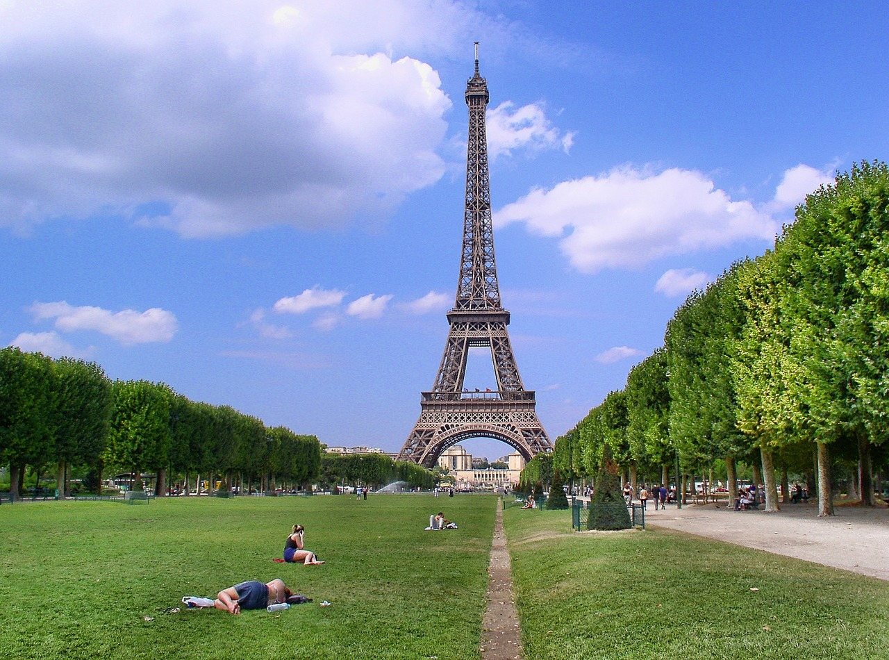 Eiffel Tower field in front with people