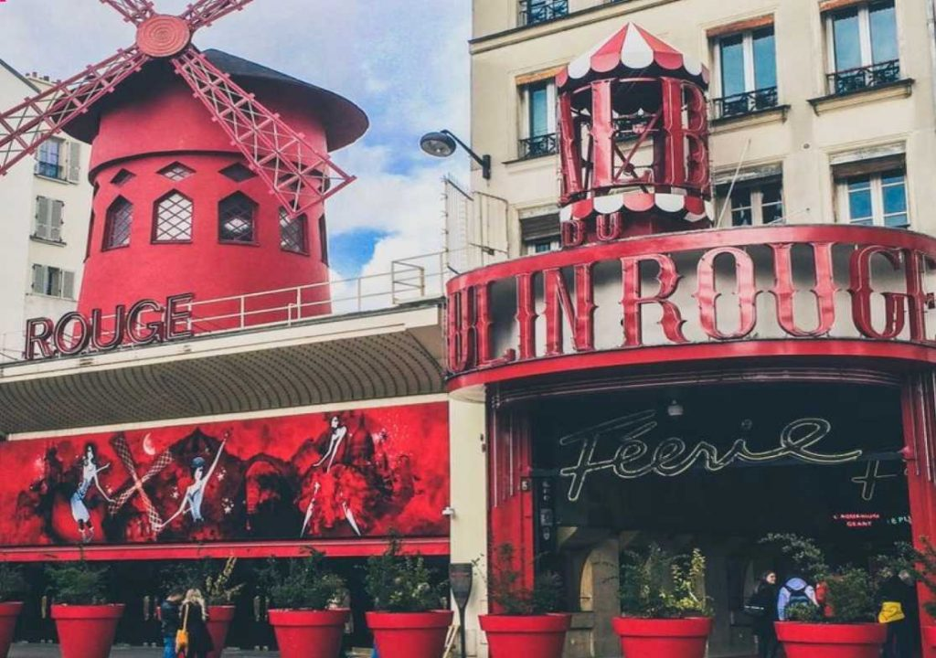 "Red colored mill building with ""Moulin Rouge"" lettering."