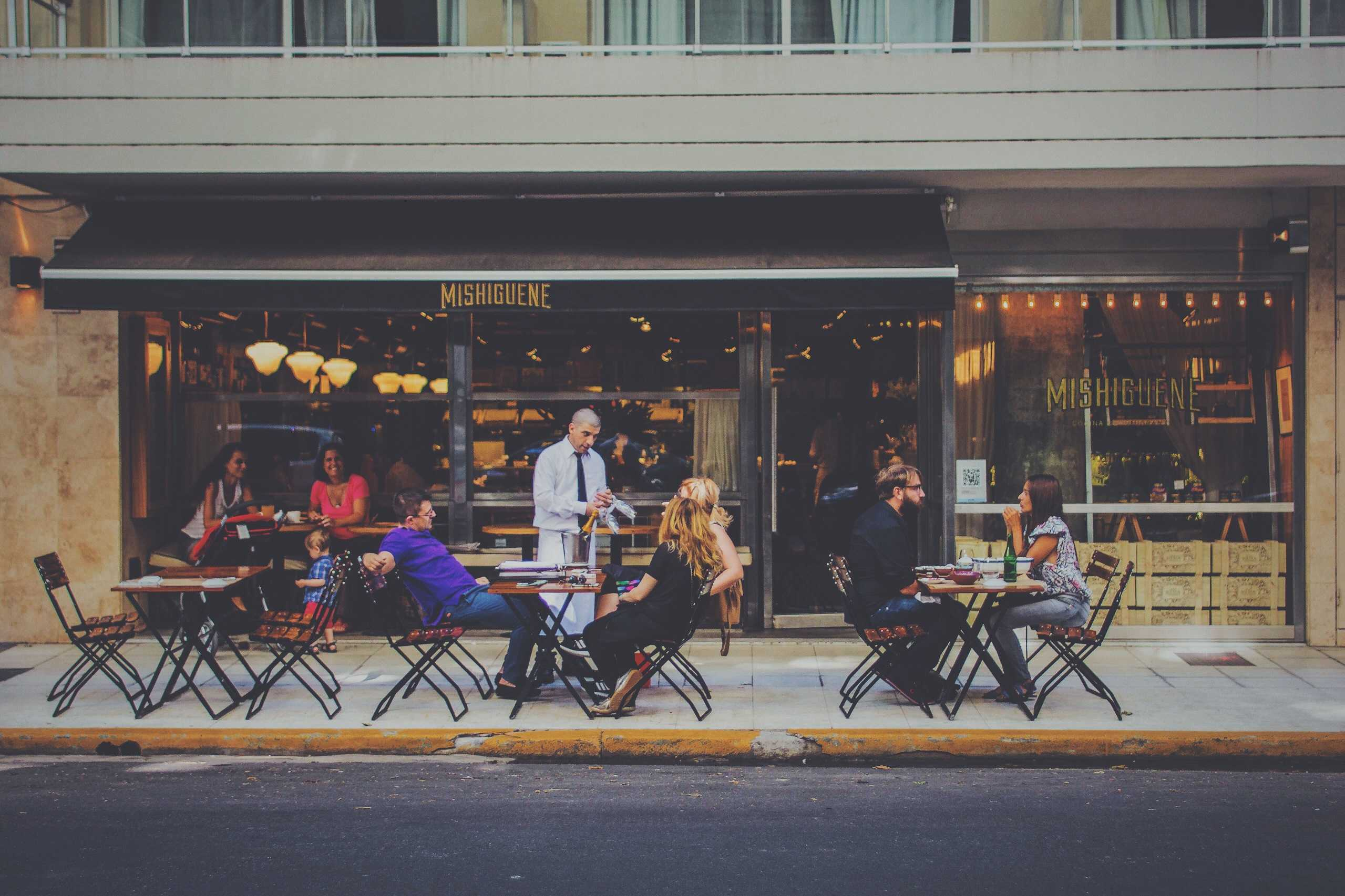 French phrases to help you order at restaurants