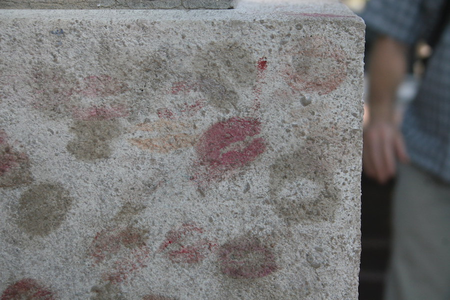 Oscar Wilde's grave with lipstick marks.