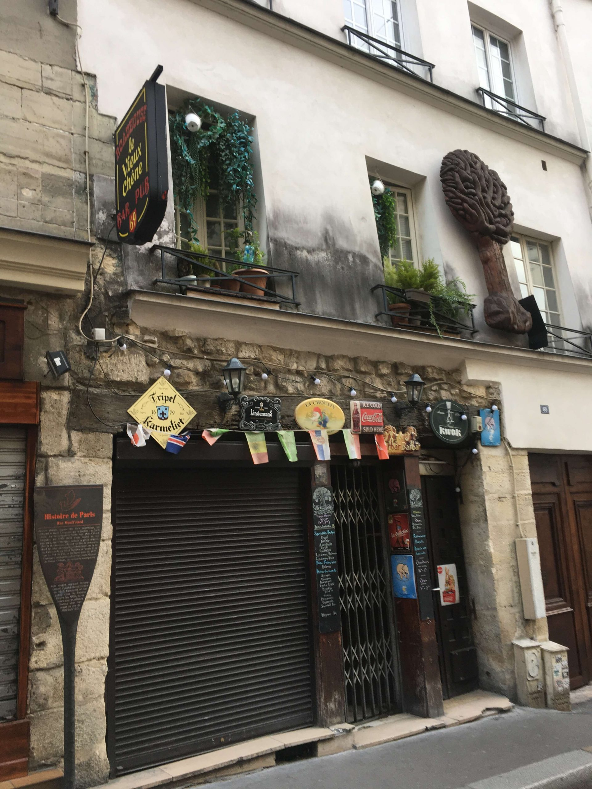 An old, very decorated storefront on rue Mouffetard