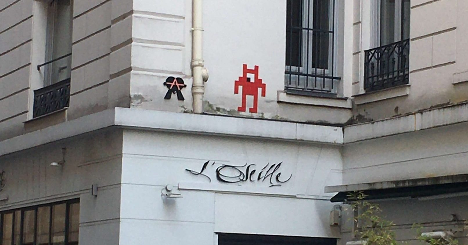 space invader street art in Paris