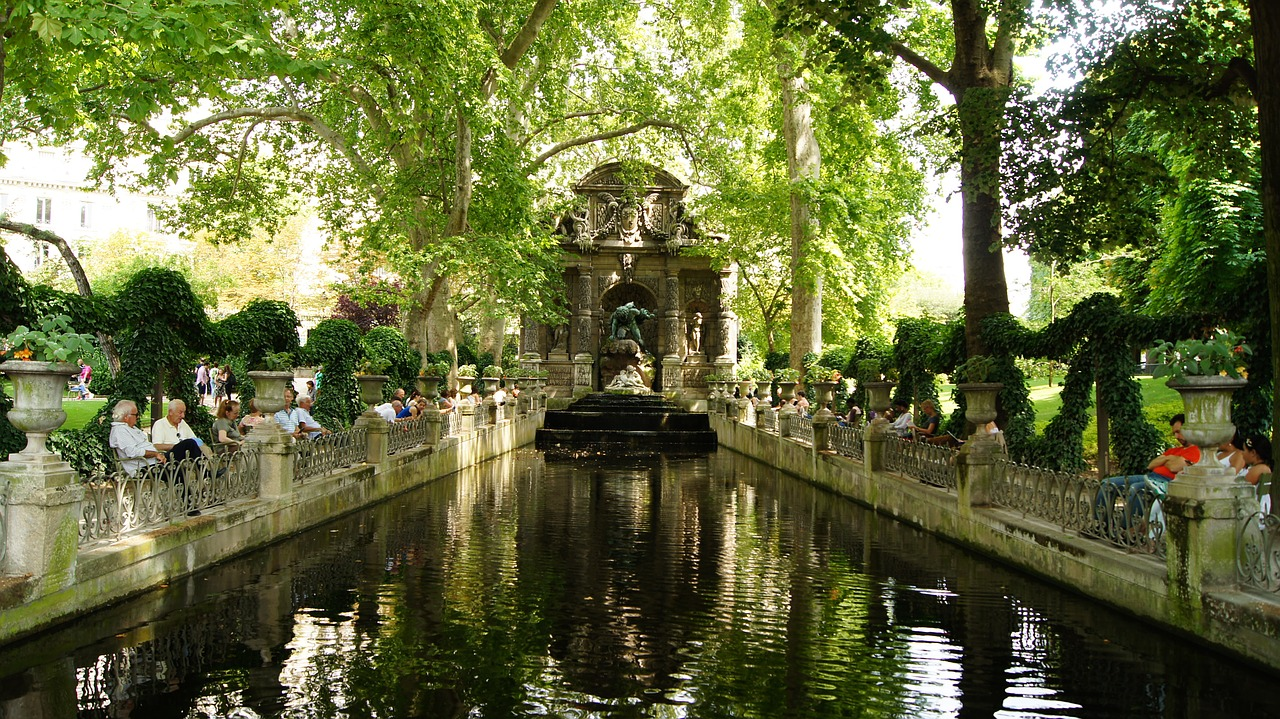 Medici Fountain in Luxembourg Gardens for Paris city tour