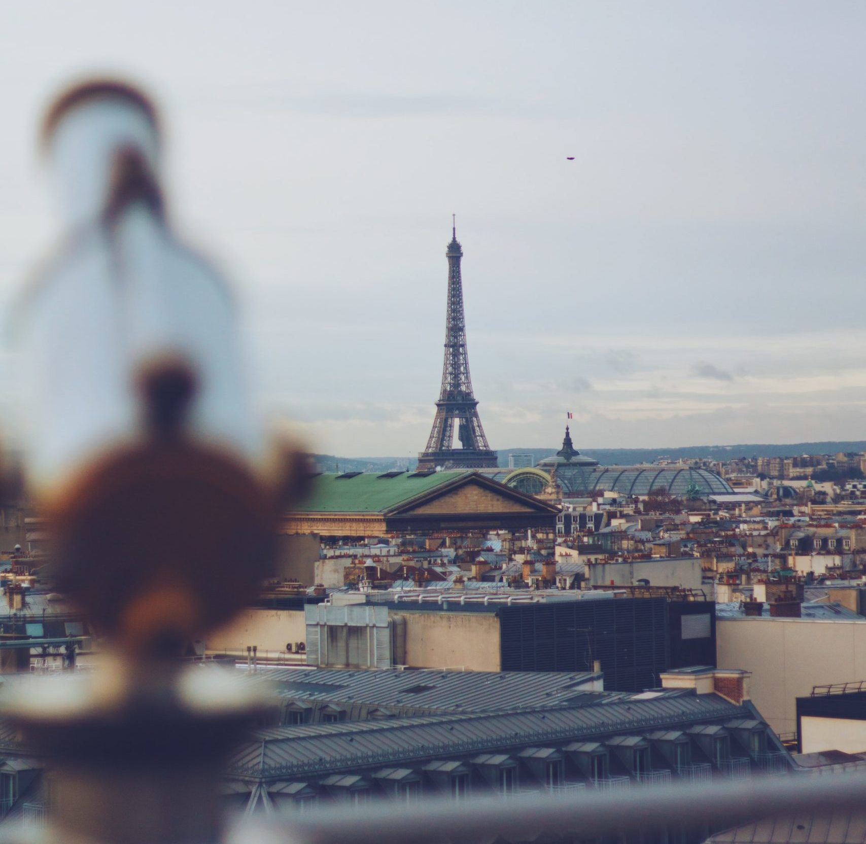 Rooftop view of the eiffel tower from galeries lafayette in paris