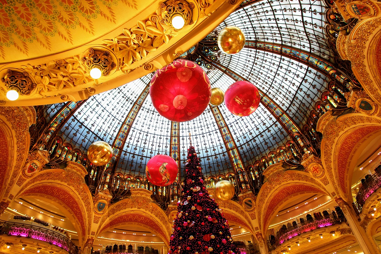 Christmas tree at Galeries Lafayette on the first floor