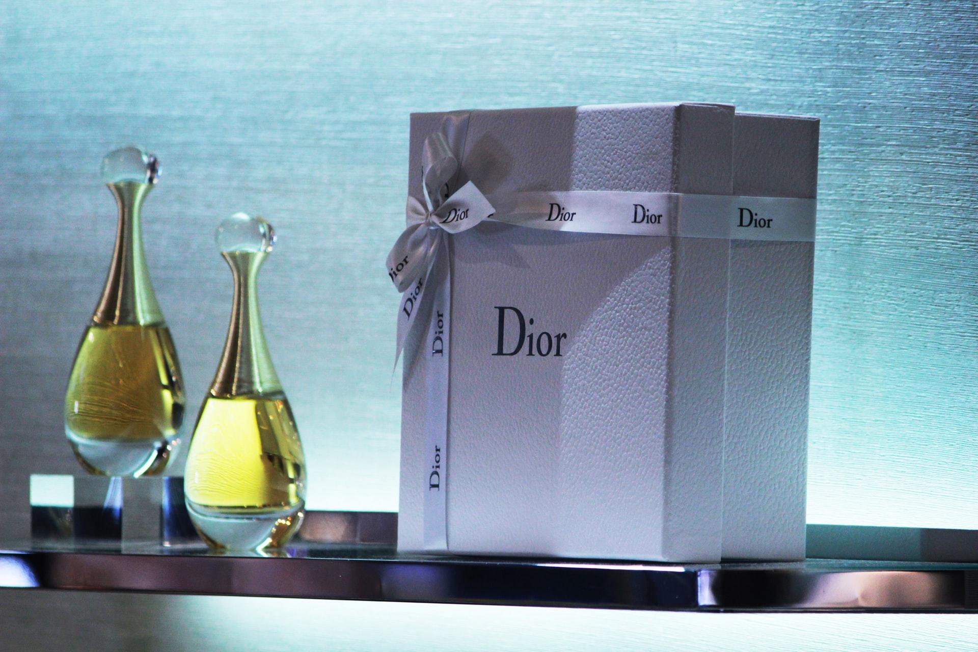 Dior shopping display