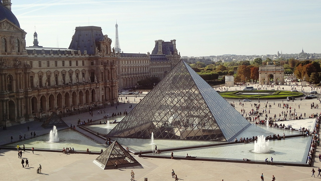 Louvre pyramid with fountain