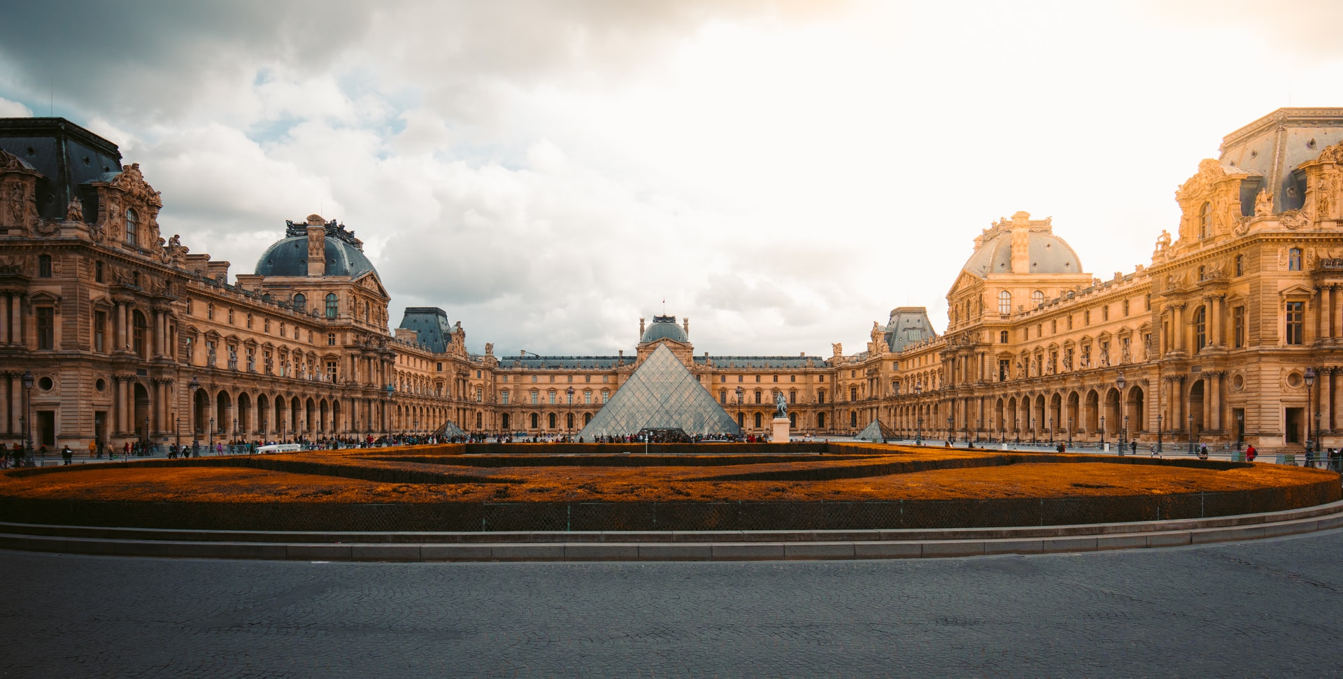 Panorama of the Louvre museum outside