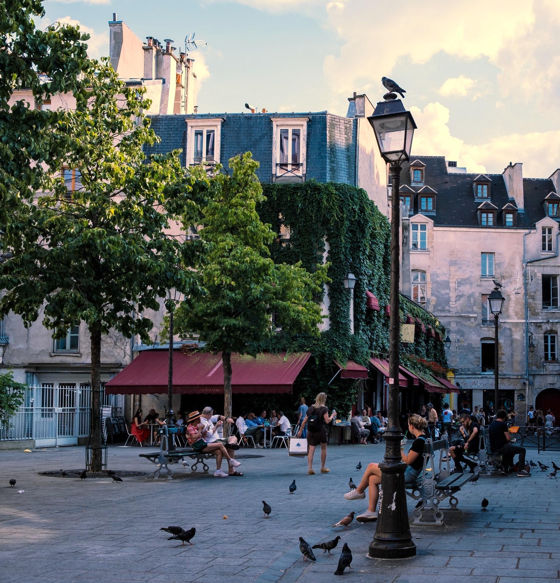 Rue des Rosiers in Paris