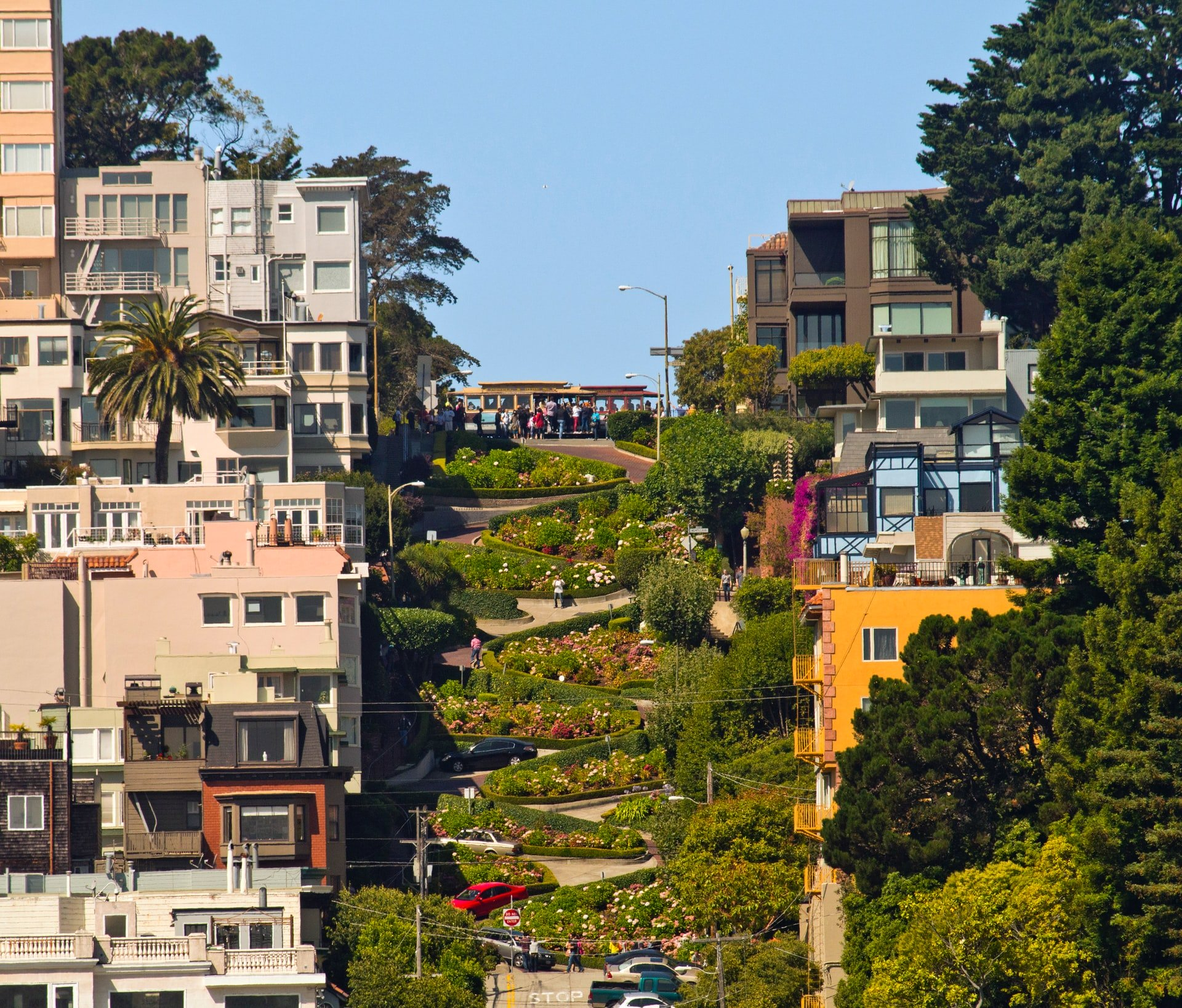 Lombard Street showing the eight turns between houses