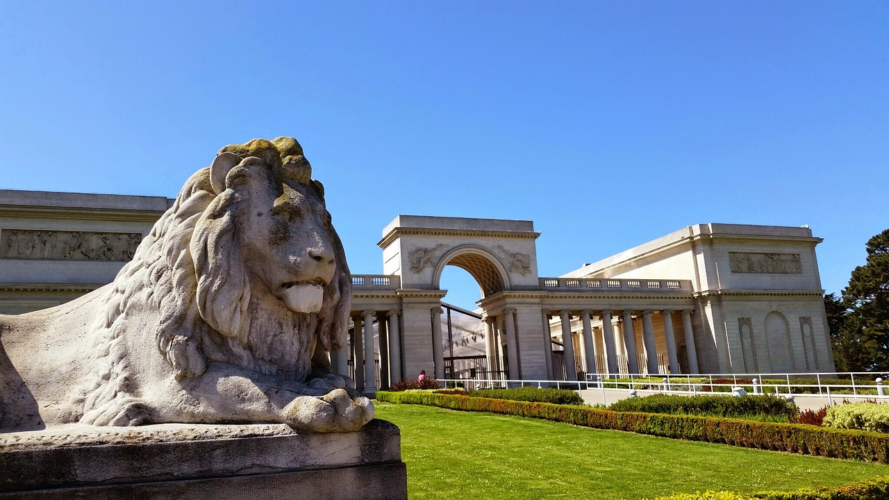 Legion of Honor exterior with lion statue in SF