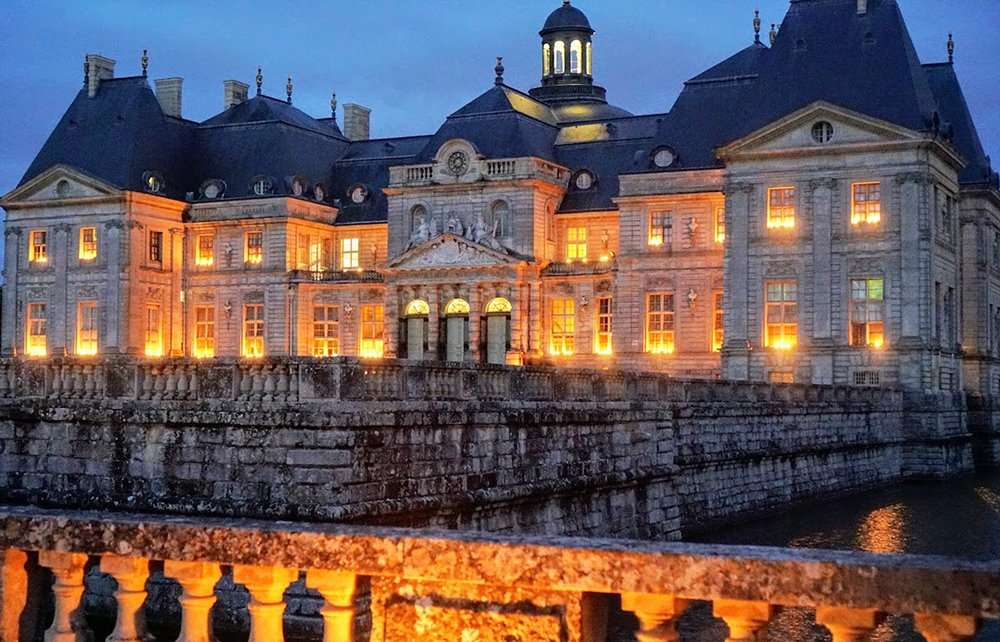 Château Vaux le Vicomte lit up at night
