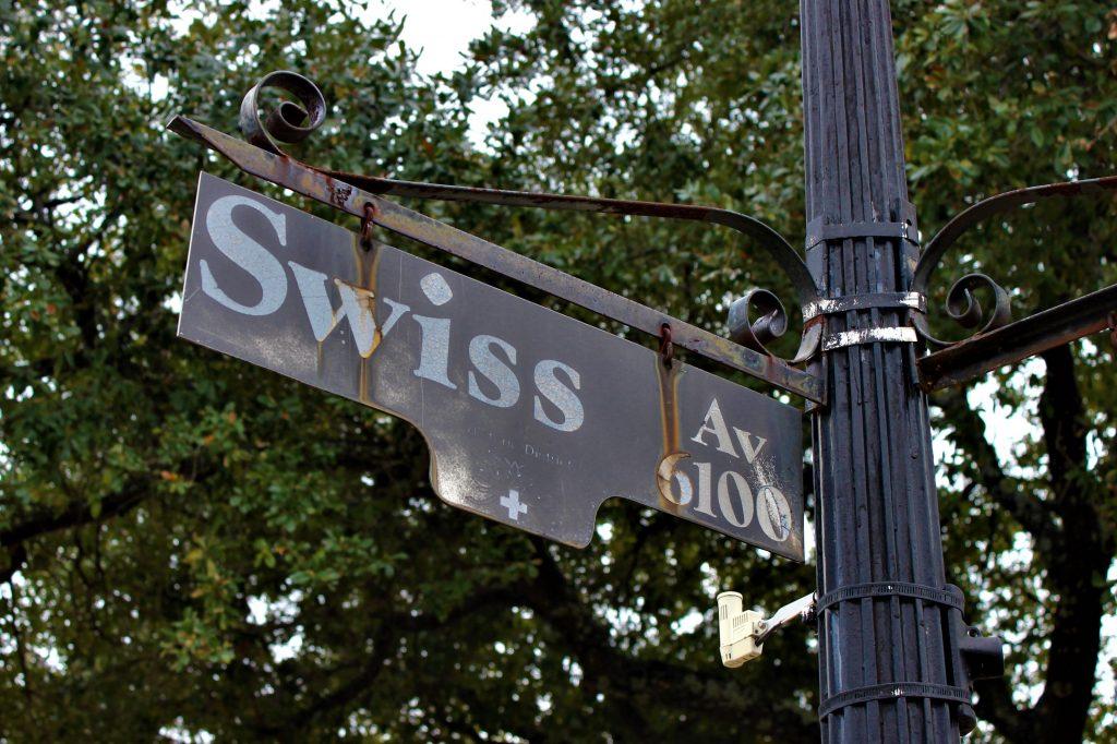 Swiss Avenue sign