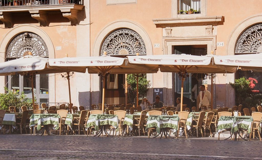 restaurant in rome showing outdoor dining