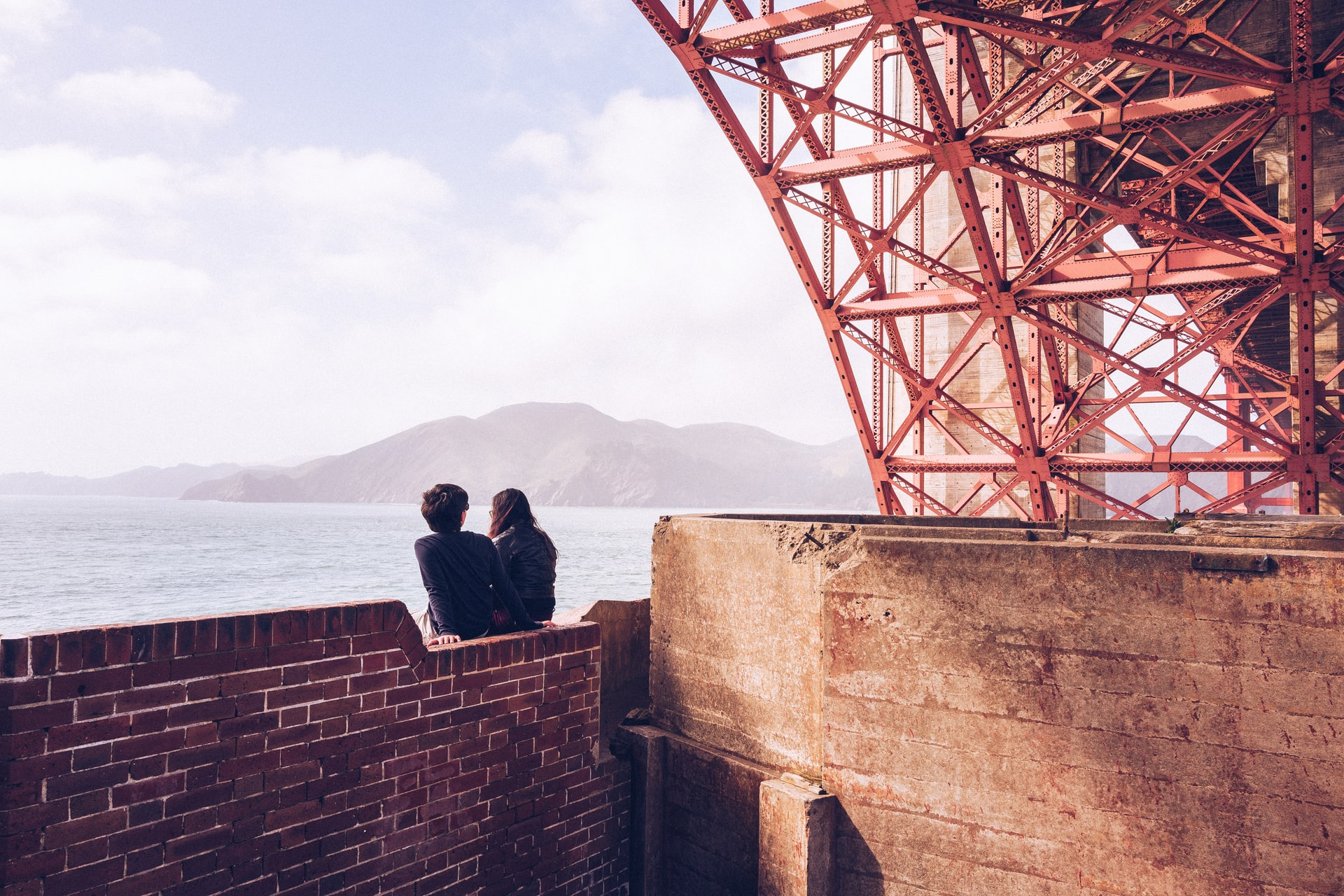 Couple in love in San Francisco near the Golden Gate Bridge